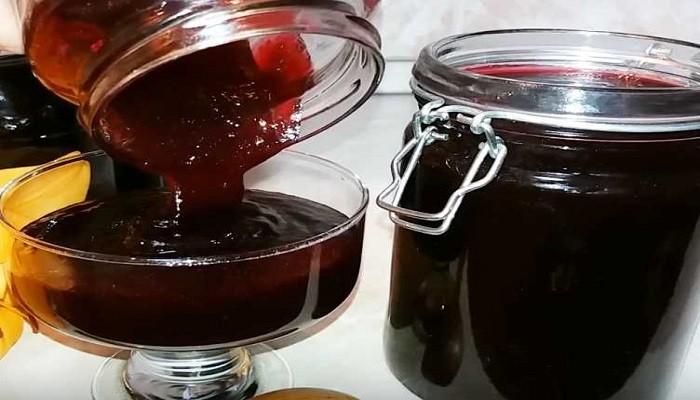 Густое варенье из черной смородины без косточек пятиминутка