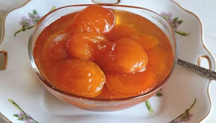 Густое варенье из целых абрикосов с косточками