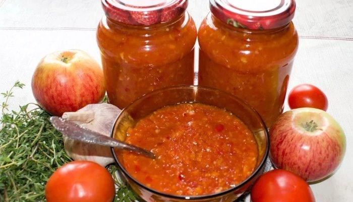 Аджика из томатов с яблоками и морковью