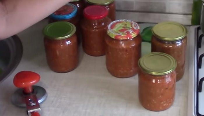 Аджика из томатов с яблоками и сливами