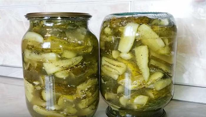 Салат из резаных огурцов с зерновой горчицей на зиму без варки