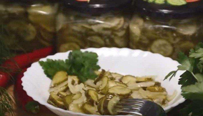 Салат из огурцов с луком и чесноком на зиму