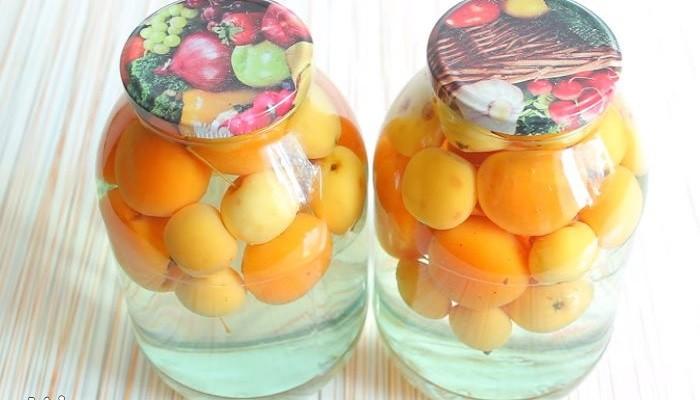 Компот из яблок и абрикосов