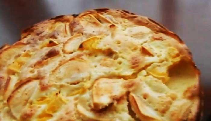 Шарлотка с яблоками и апельсинами в духовке