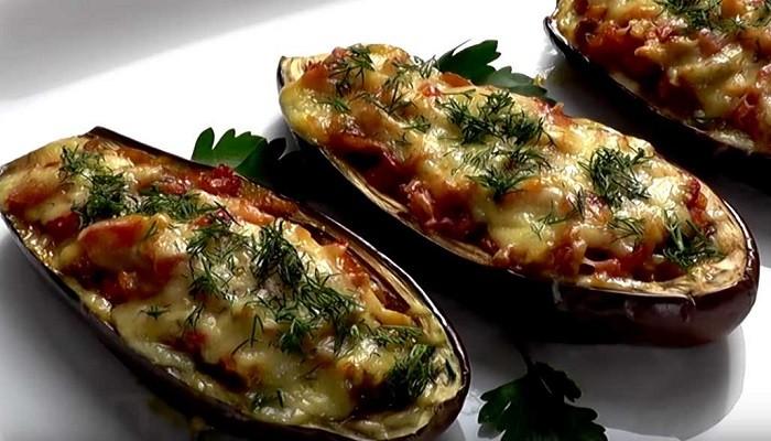 Рецепт фаршированных баклажан-лодочек с овощами и грибами в духовке