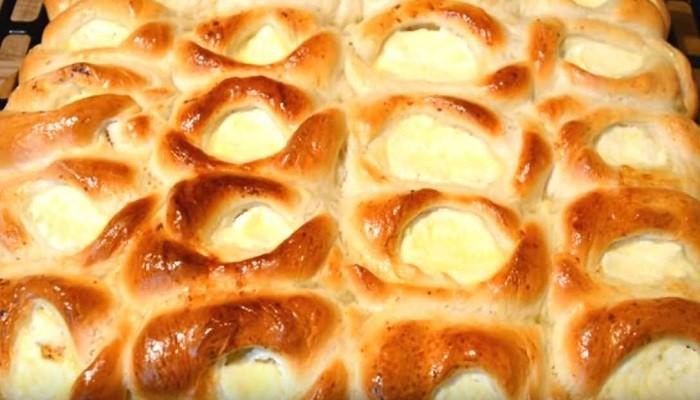Открытые пирожки с творогом в духовке