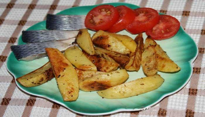 Картофель по деревенски - гарнир к рыбе из духовки