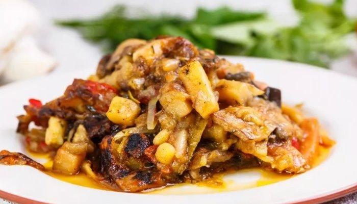 Овощное рагу из кабачков с баклажанами и грибами