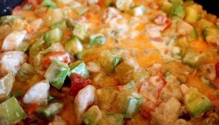 Овощное рагу с тушёной курицей, кабачками и картофелем