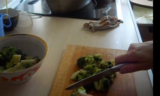 Измельчим брокколи