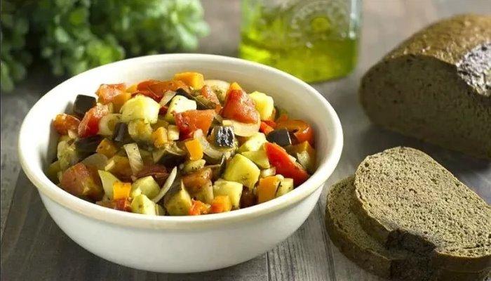 Рагу из кабачков, баклажанов с овощами