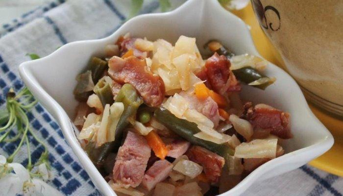 Овощное рагу в духовке в горшочках