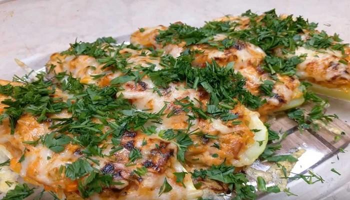 Кабачки, фаршированные рисом и овощами в духовке