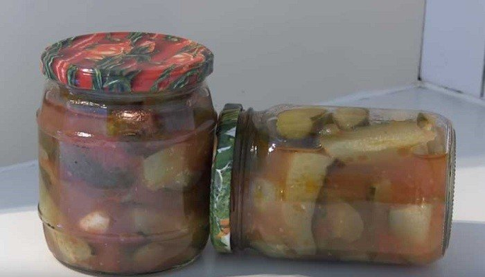 Лечо из огурцов с томатной пастой