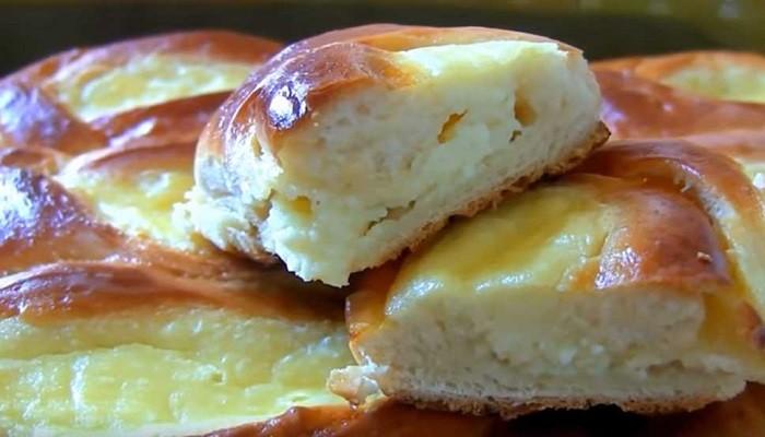 Простой рецепт вкусных творожных пирожков в духовке