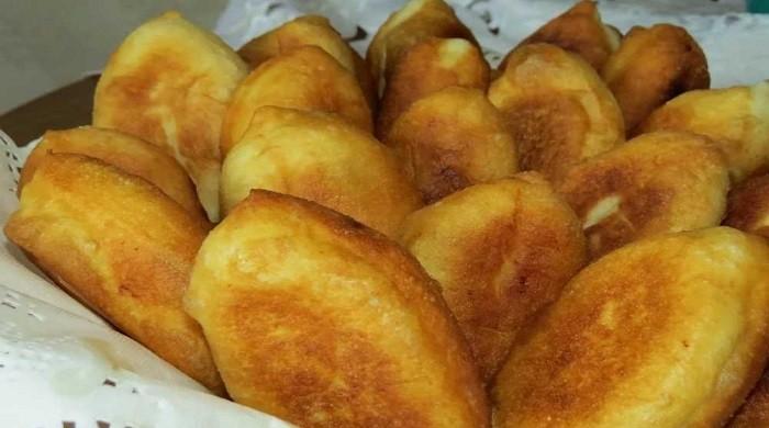 Жареные пирожки из теста на молоке с дрожжами, рецепт приготовления на сковороде