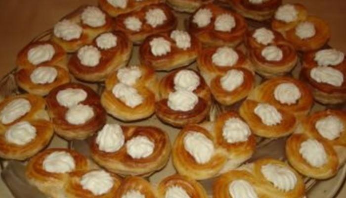 Пирожное «Лакомка» из слоёного теста