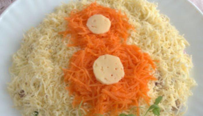Салат с кальмарами слоями