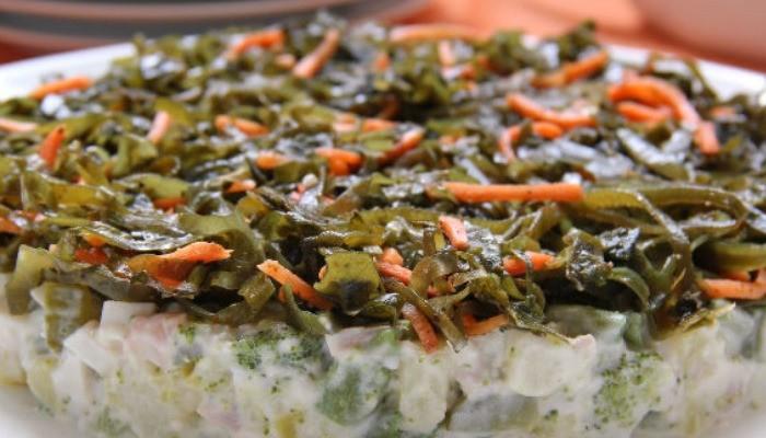 Салат с кальмарами, морской капустой и спаржей