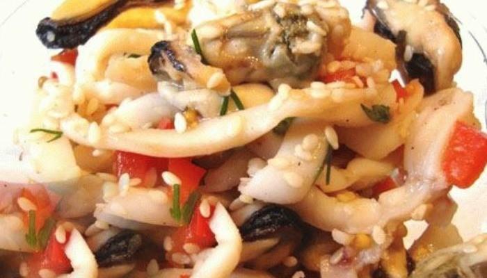 Салат с кальмарами и мидиями