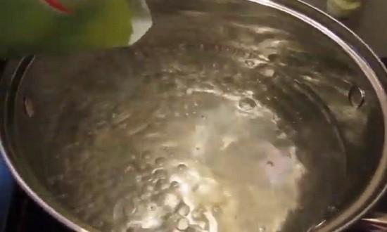 Доводим воду до кипения