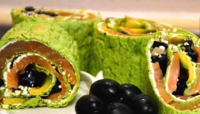 Пошаговый рецепт рулета из лаваша с красной рыбой, авокадо и творожным сыром