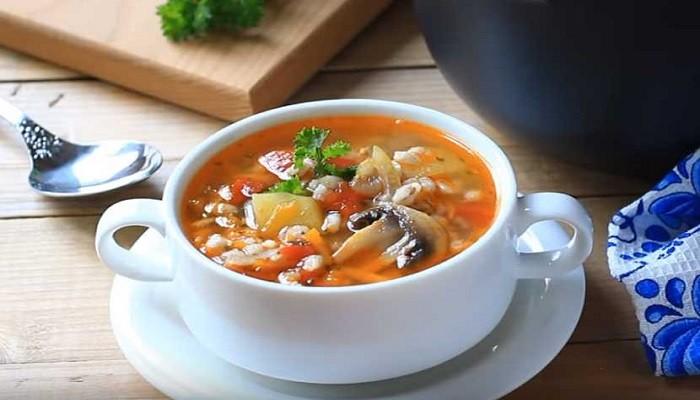 Грибной суп с шампиньонами и перловкой