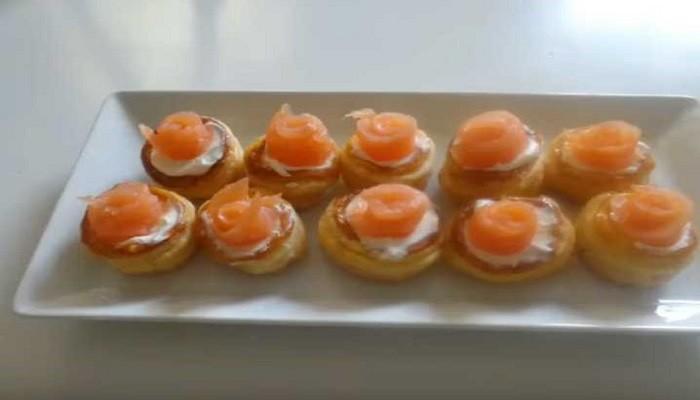 Волованы из слоеного теста со сливочным сыром и красной рыбой