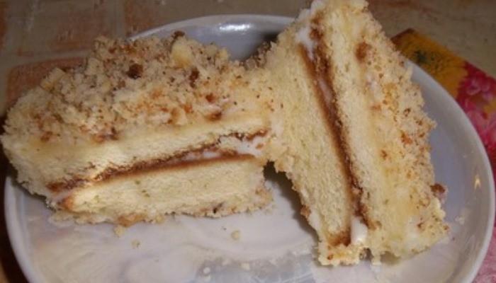 Пирожное «Лакомка» со сметанным кремом
