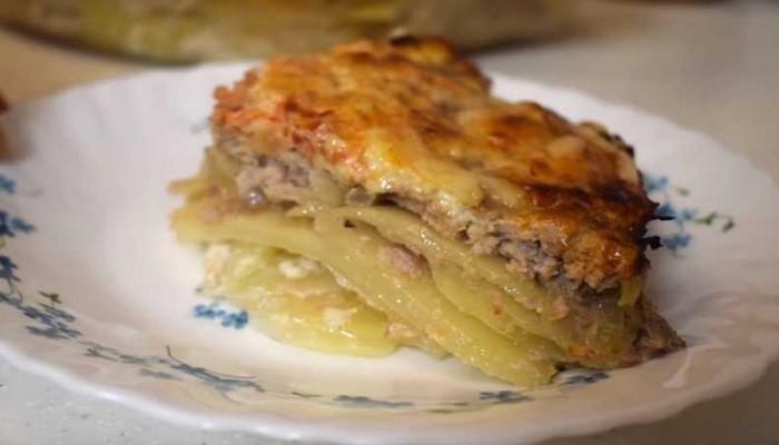 Пошаговый рецепт картошки с фаршем в духовке, с майонезом, сметаной и сыром