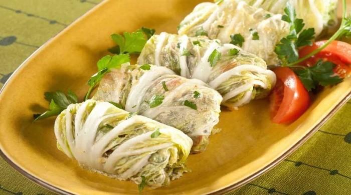 Вкусные голубцы из пекинской капусты с мясным фаршем, приготовленные в духовке по простым рецептам
