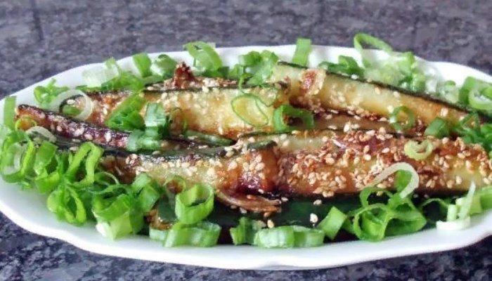 Жареные огурцы на сковороде