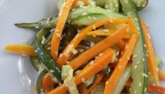 Жареные огурцы с морковью