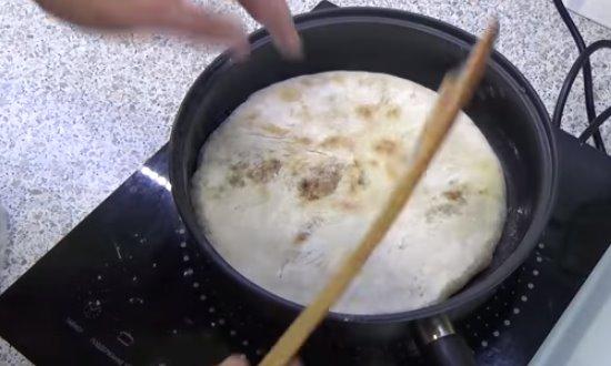Обжариваем на сухой сковороде