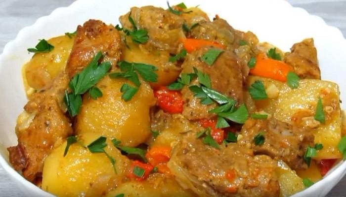 Картошка с мясом в духовке в рукаве
