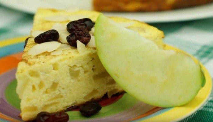 Творожная запеканка с яблоками – простой рецепт