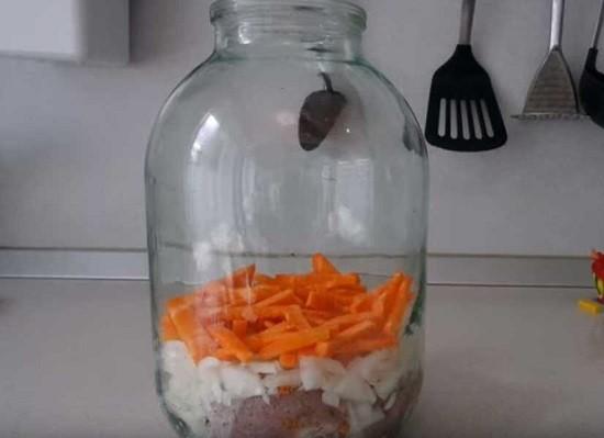 отправляем в банку морковь