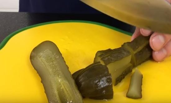 нарезка соленых огурцов