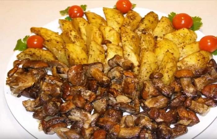 Картошка, жареная на сковороде с лесными грибами