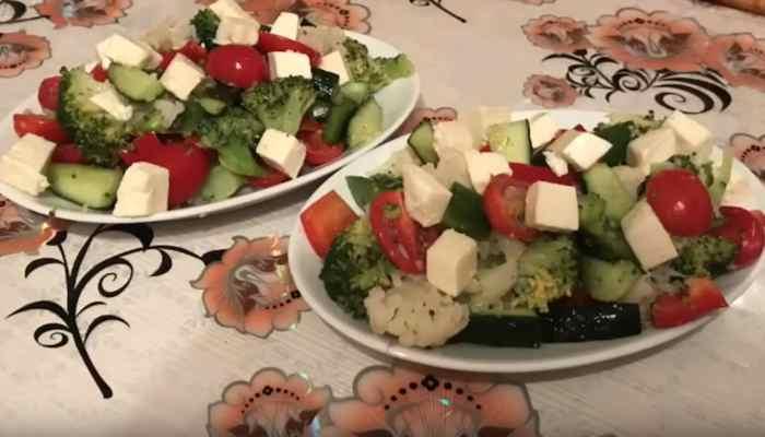 Салат с овощами и цветной капустой