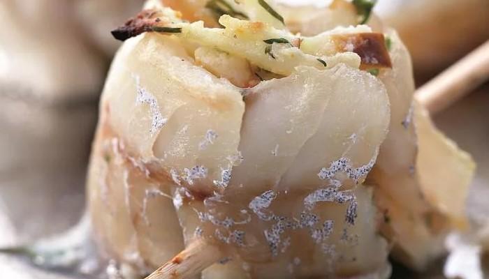 Закусочные рыбные рулеты с яблочной начинкой