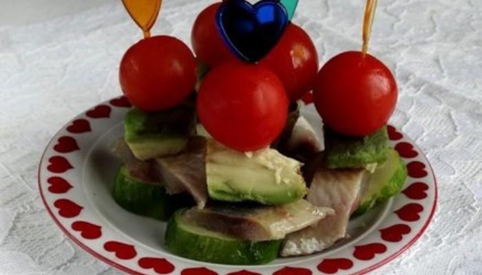 Закуска из сельди с авокадо