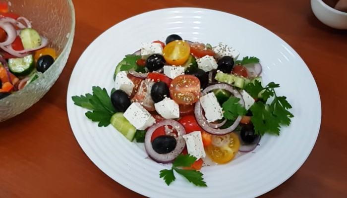 Салат с пекинской капустой и фетой