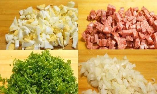 режем яйца лук колбасу и зелень