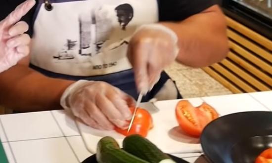 Режем томаты