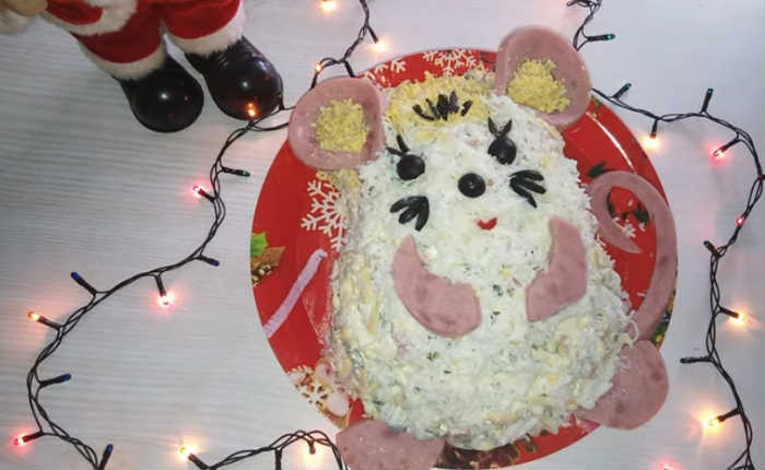 салат белая мышка из ветчины, огурца и сыра