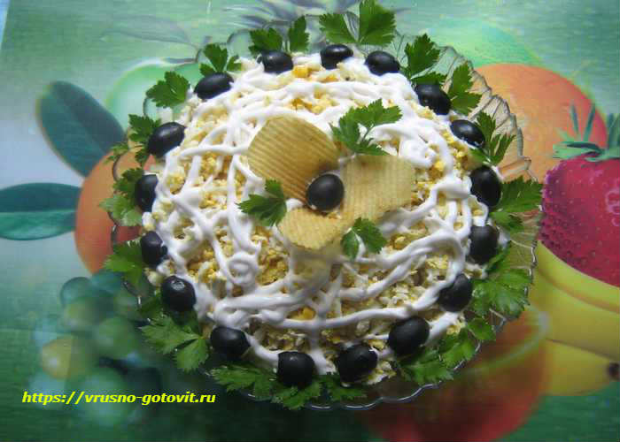 Салат с шампиньонами и кукурузой