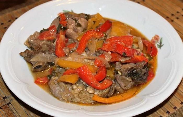 Баранина с овощами, приготовленная в казане дома