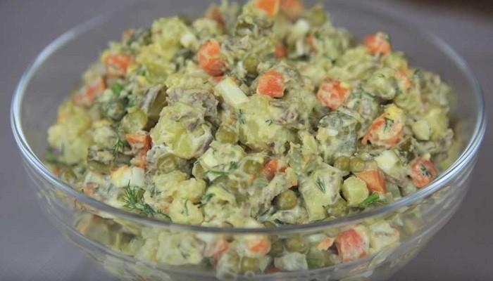 Салат зимний с говядиной и солёными огурцами