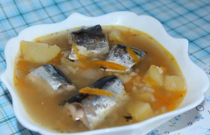 рыбный суп из консервов в мультиварке